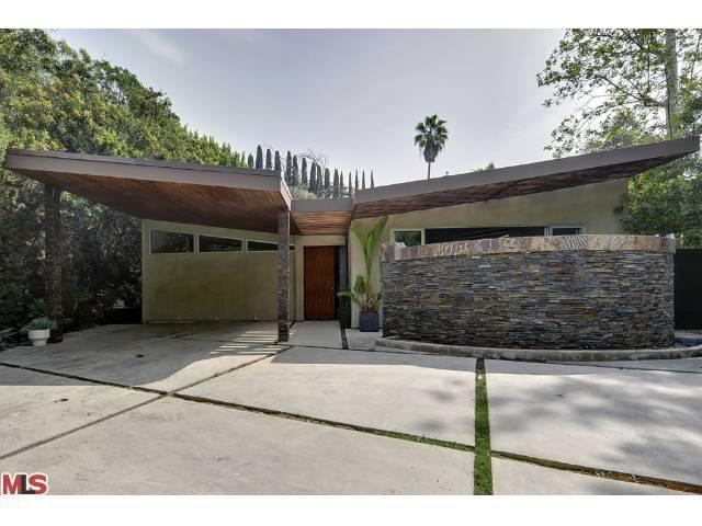 A lovely example of updated mid-century modern architecture | Ralph ...